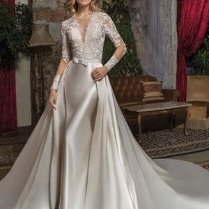 Dresses & Skirts - Gorgeous satin and Lace two-piece gown